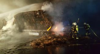 Einsatz 2017-08-25 Brand eines Anhaengers Bild4