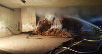 Einsatz 2017-08-25 Brand eines Anhaengers Bild7