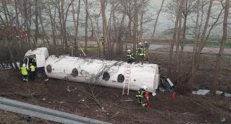 Einsatz 2019-02-15 VU LKW mit Gefahrgut Bild3