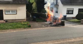 Einsatz 2019-04-23- Brennende Hecke